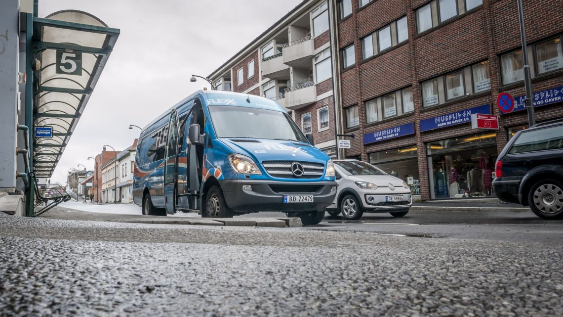 How Should You Go About Hiring A Minibus to London?