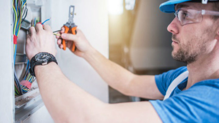 6 Benefits of Hiring Licensed Electrician That You Can't Ignore!